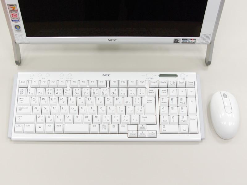 ワイヤレスタイプのキーボードとマウス 最新のパソコンは、ワイヤレスタイプのキーボードとマウスを採